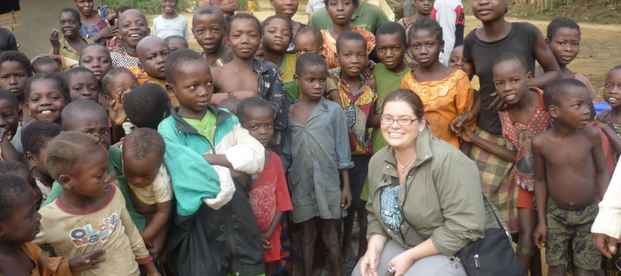 Nicole Hoff with a large group of children in the Democratic Republic of Congo