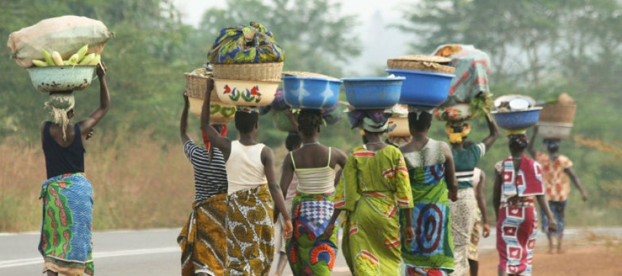 African women carrying baskets